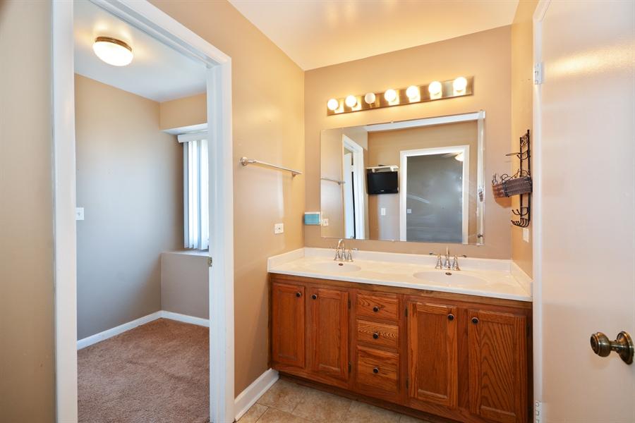 Real Estate Photography - 1N287 Papworth St, Carol Stream, IL, 60188 - Master Bathroom