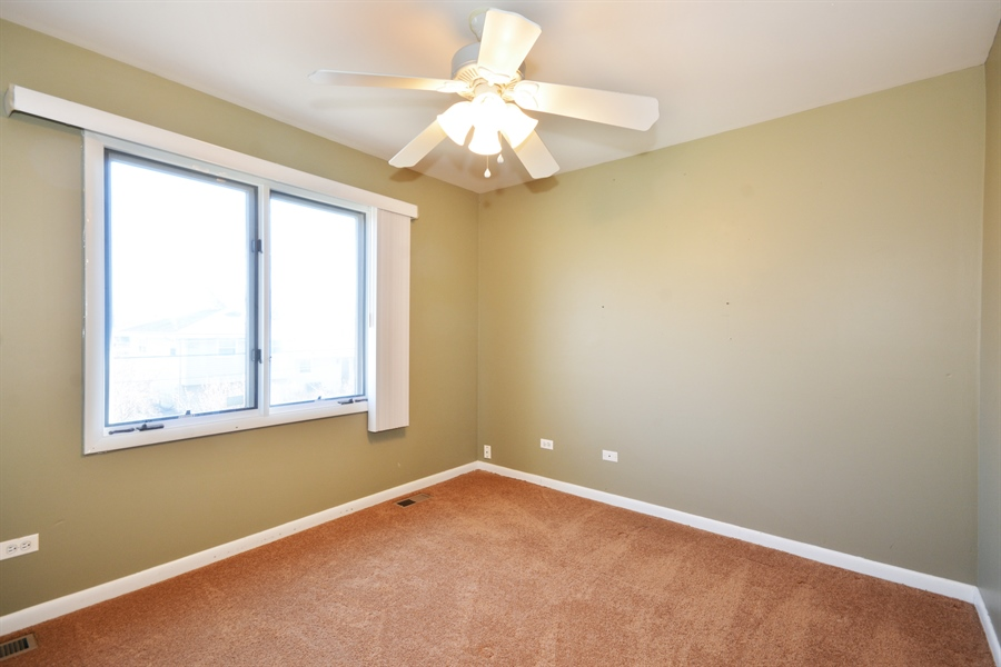 Real Estate Photography - 1N287 Papworth St, Carol Stream, IL, 60188 - 2nd Bedroom