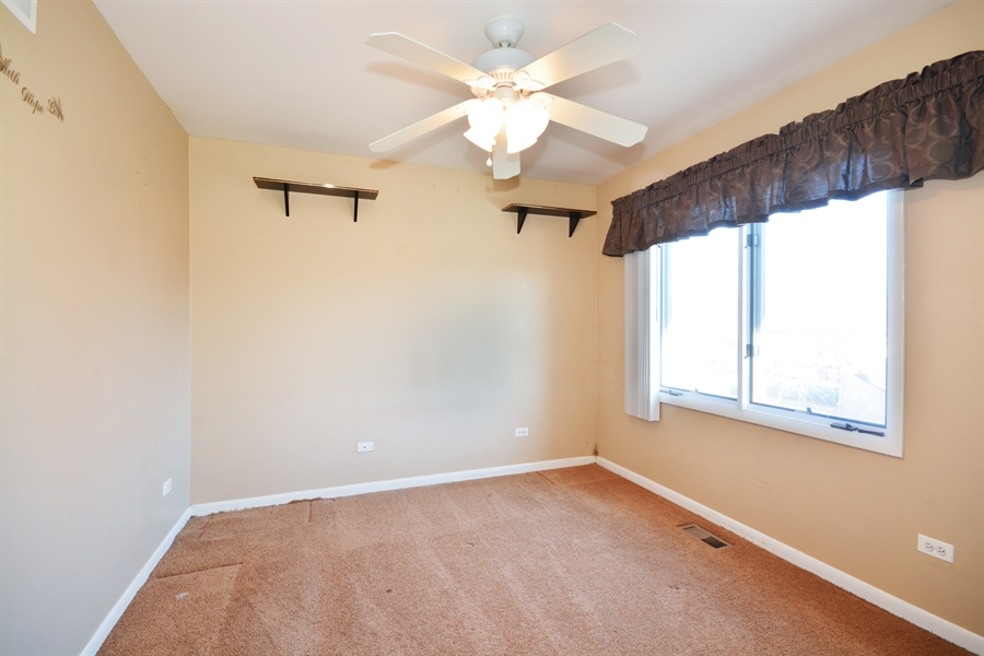 Real Estate Photography - 1N287 Papworth St, Carol Stream, IL, 60188 - 3rd Bedroom