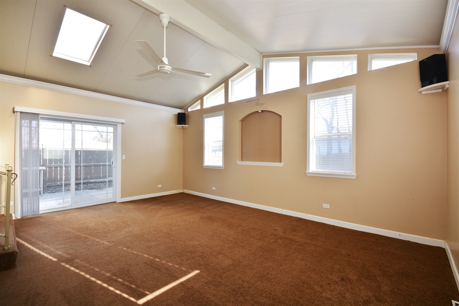 Real Estate Photography - 1N287 Papworth St, Carol Stream, IL, 60188 - Family Room