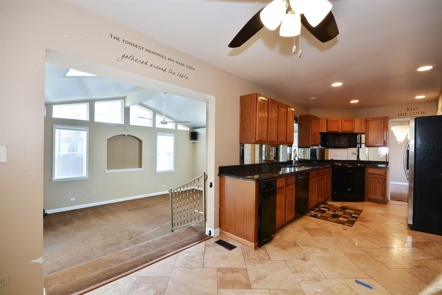 Real Estate Photography - 1N287 Papworth St, Carol Stream, IL, 60188 - Kitchen