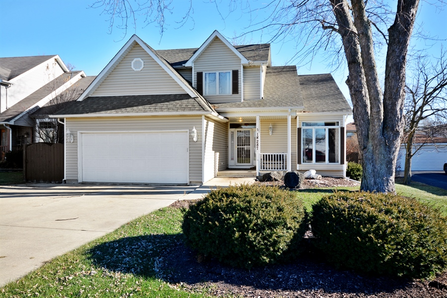 Real Estate Photography - 1N287 Papworth St, Carol Stream, IL, 60188 - Front View