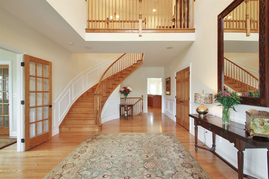 Real Estate Photography - 930 N. Glenayre Dr., Glenview, IL, 60025 - Foyer