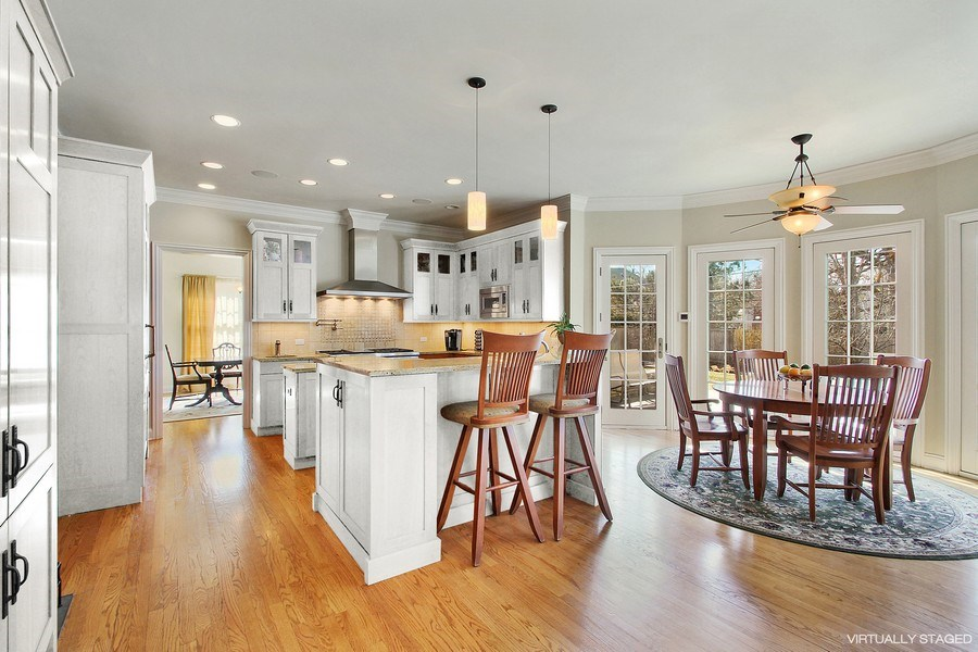 Real Estate Photography - 930 N. Glenayre Dr., Glenview, IL, 60025 - Kitchen