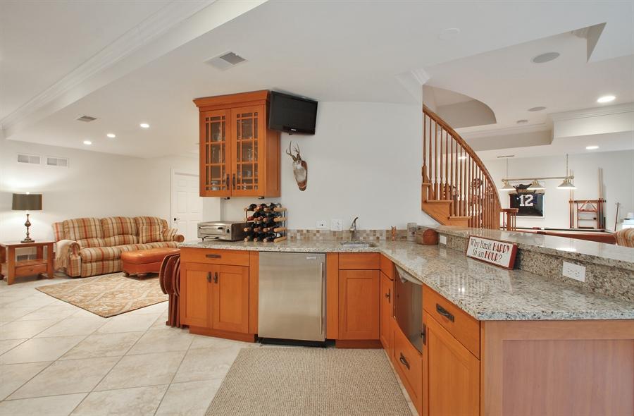 Real Estate Photography - 930 N. Glenayre Dr., Glenview, IL, 60025 - Bar