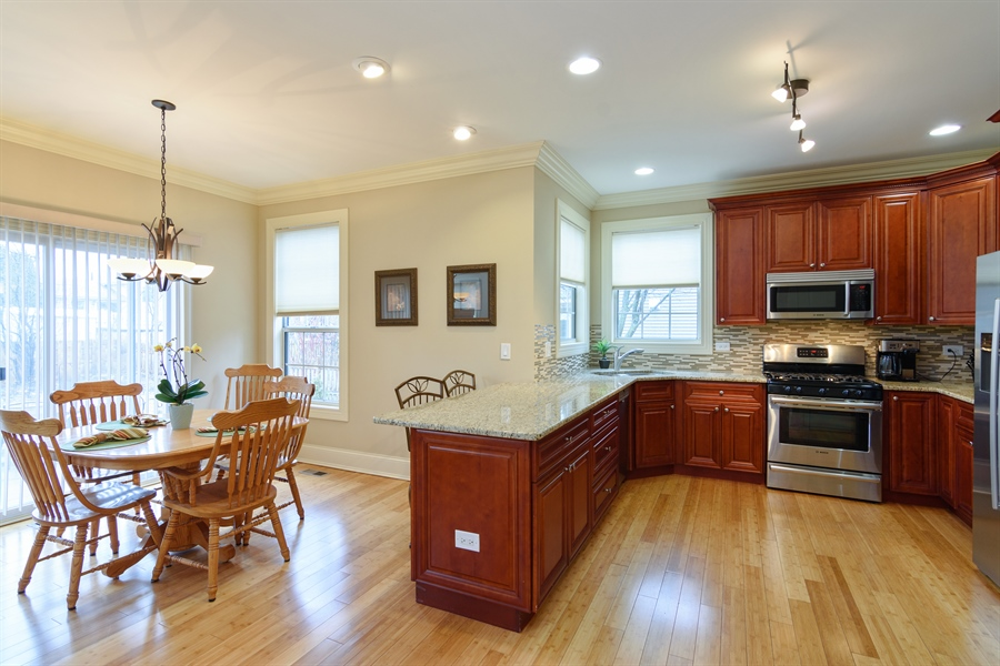 Real Estate Photography - 720 Foxmoore, Lake Zurich, IL, 60047 - Kitchen / Breakfast Room