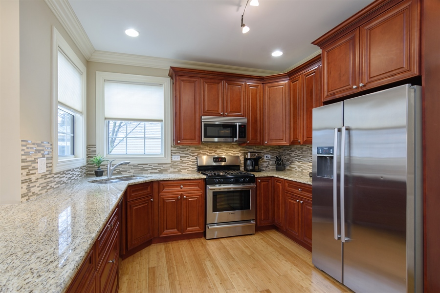 Real Estate Photography - 720 Foxmoore, Lake Zurich, IL, 60047 - Kitchen
