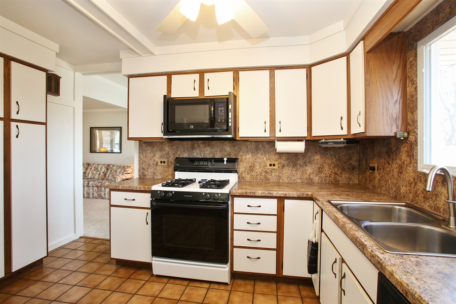 Real Estate Photography - 1938 Vermont, Rolling Meadows, IL, 60008 - Kitchen