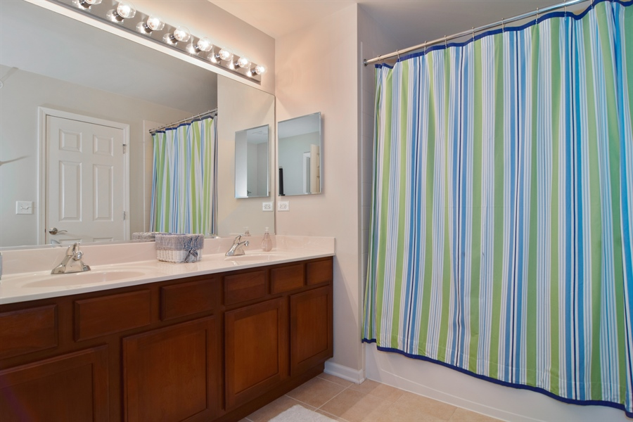 Real Estate Photography - 5485 Nicholson Dr., Hoffman Estates, IL, 60192 - Bathroom