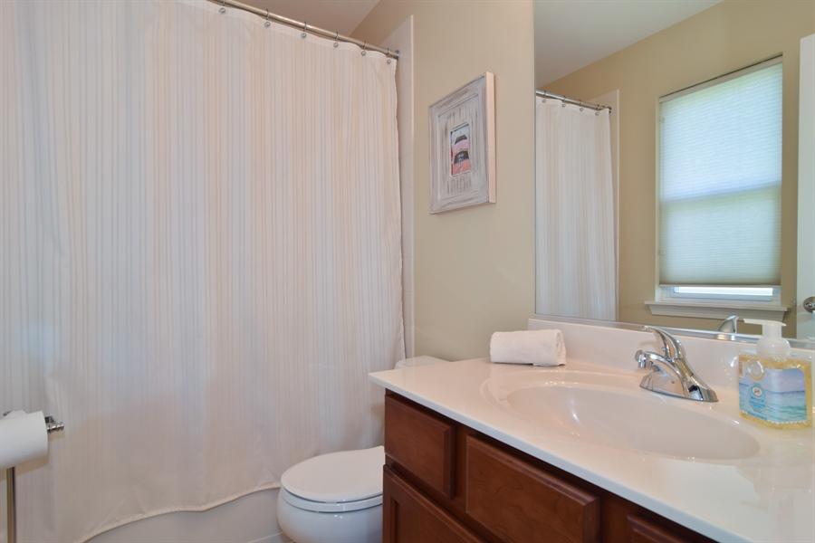 Real Estate Photography - 5485 Nicholson Dr., Hoffman Estates, IL, 60192 - 2nd Bathroom
