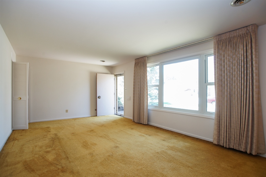 Real Estate Photography - 659 E Thacker Street, Des Plaines, IL, 60016 - Living Room
