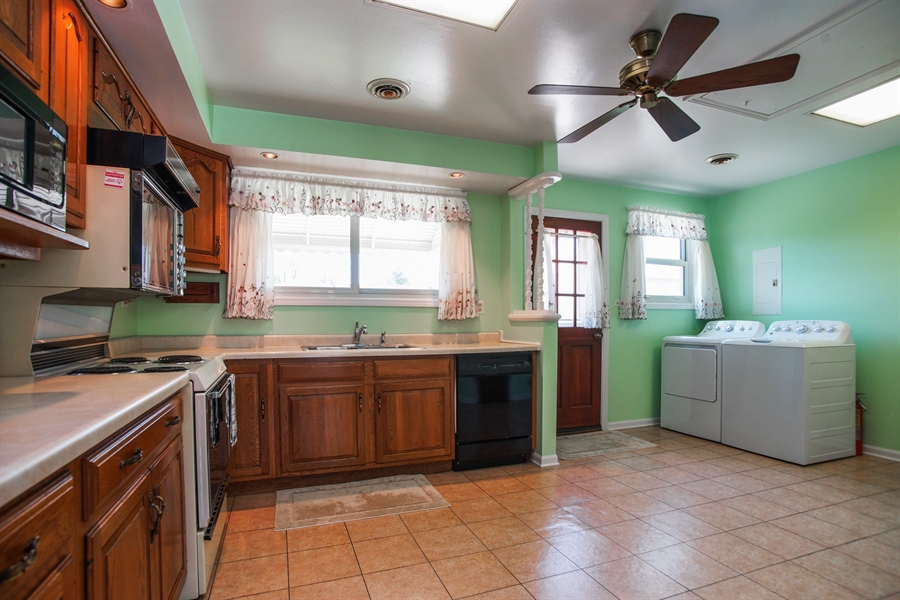 Real Estate Photography - 659 E Thacker Street, Des Plaines, IL, 60016 - Kitchen