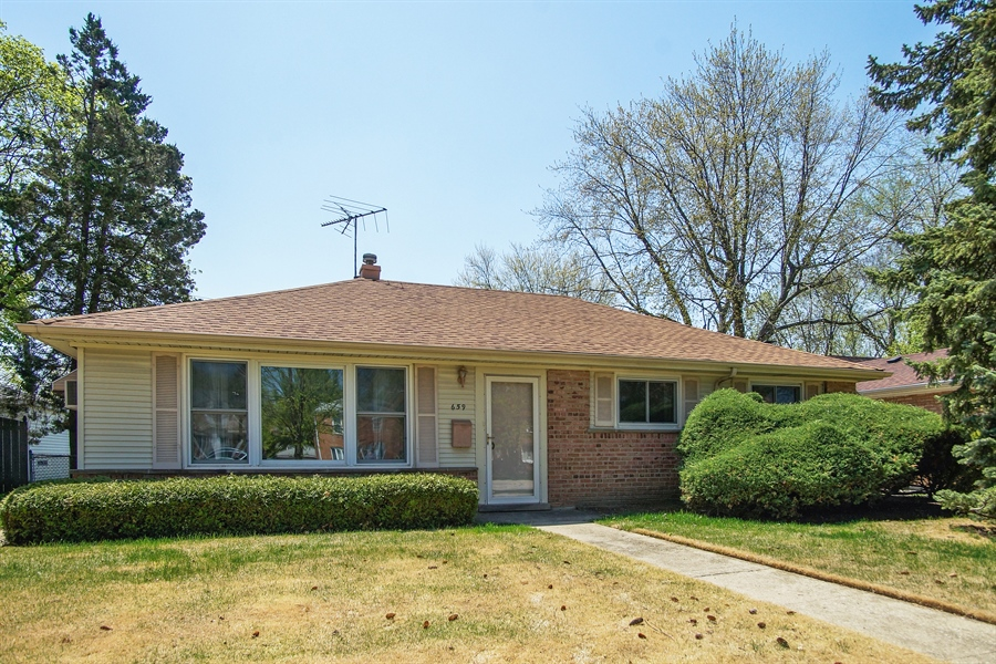 Real Estate Photography - 659 E Thacker Street, Des Plaines, IL, 60016 - Front View