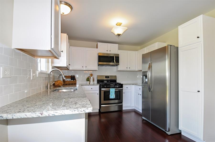 Real Estate Photography - 6147 Southridge Dr, Plainfield, IL, 60586 - Kitchen