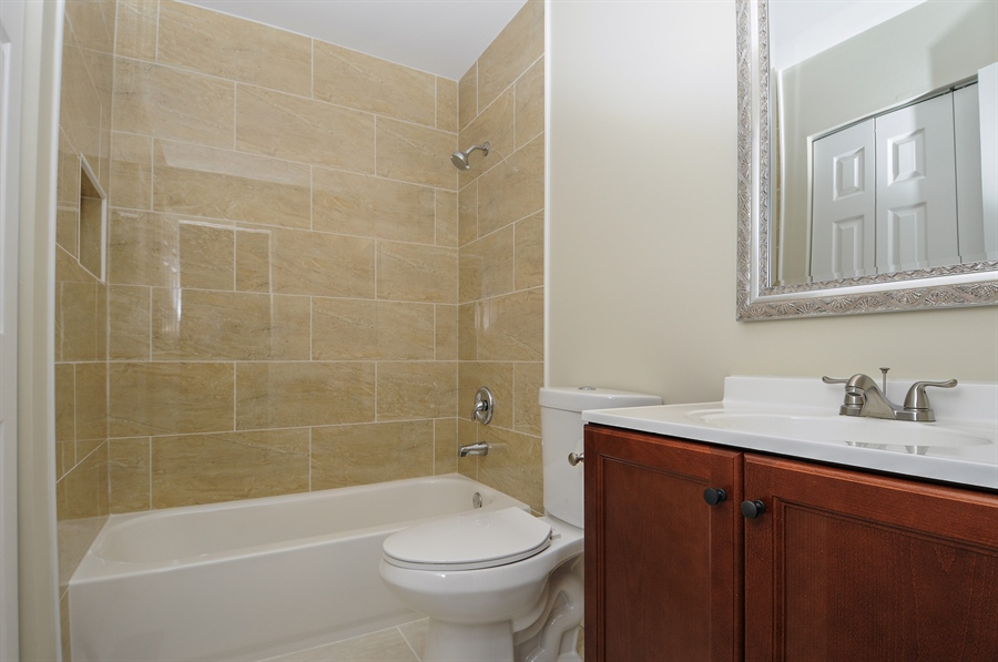 Real Estate Photography - 6147 Southridge Dr, Plainfield, IL, 60586 - 2nd Bathroom