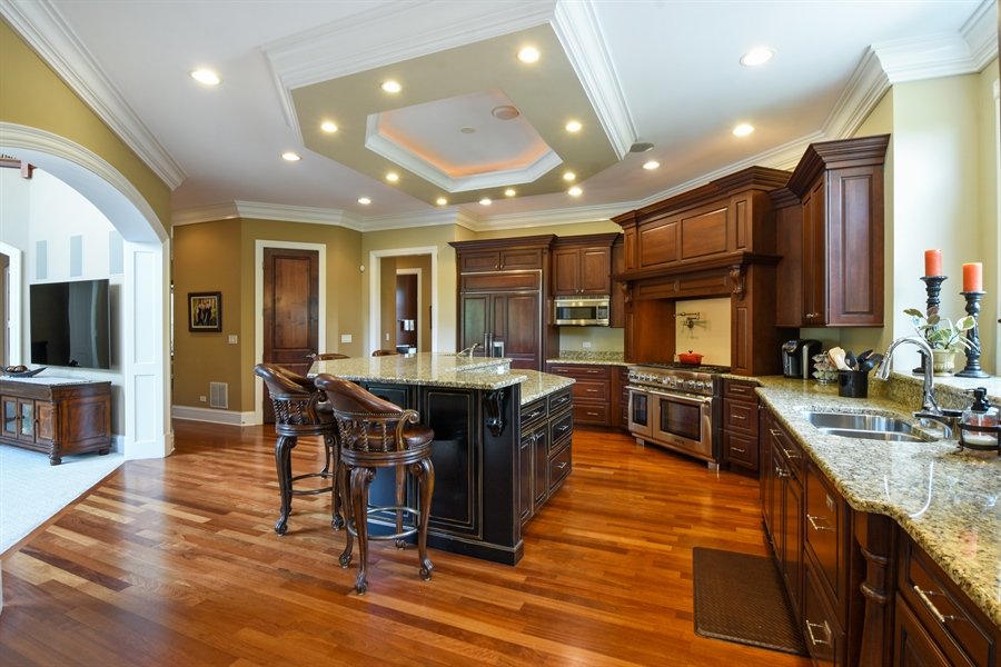 Real Estate Photography - 38 Wescott Dr, South Barrington, IL, 60010 - Kitchen