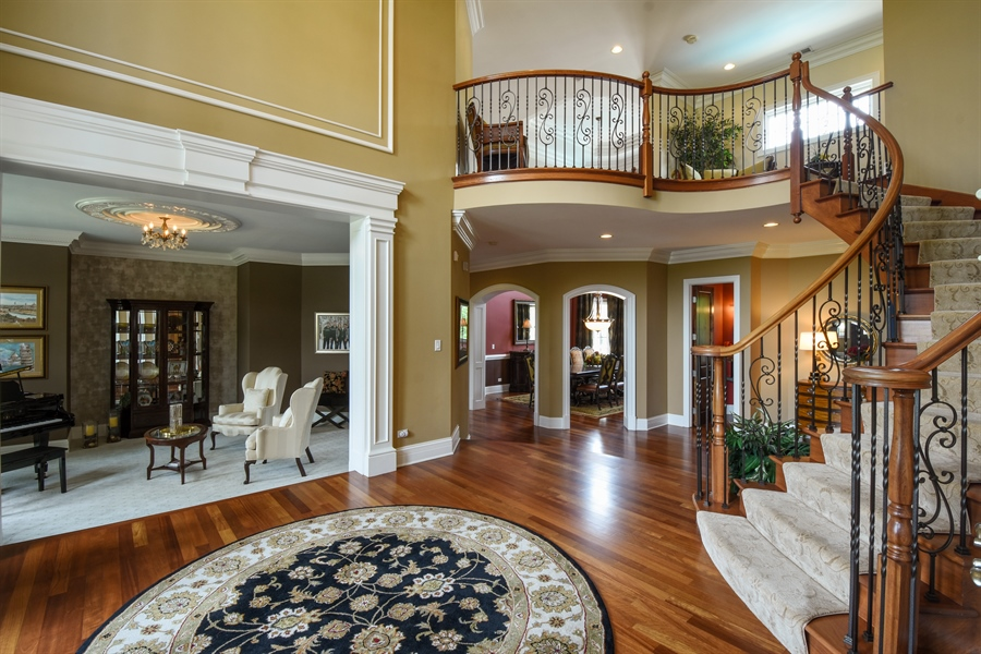 Real Estate Photography - 38 Wescott Dr, South Barrington, IL, 60010 - Foyer
