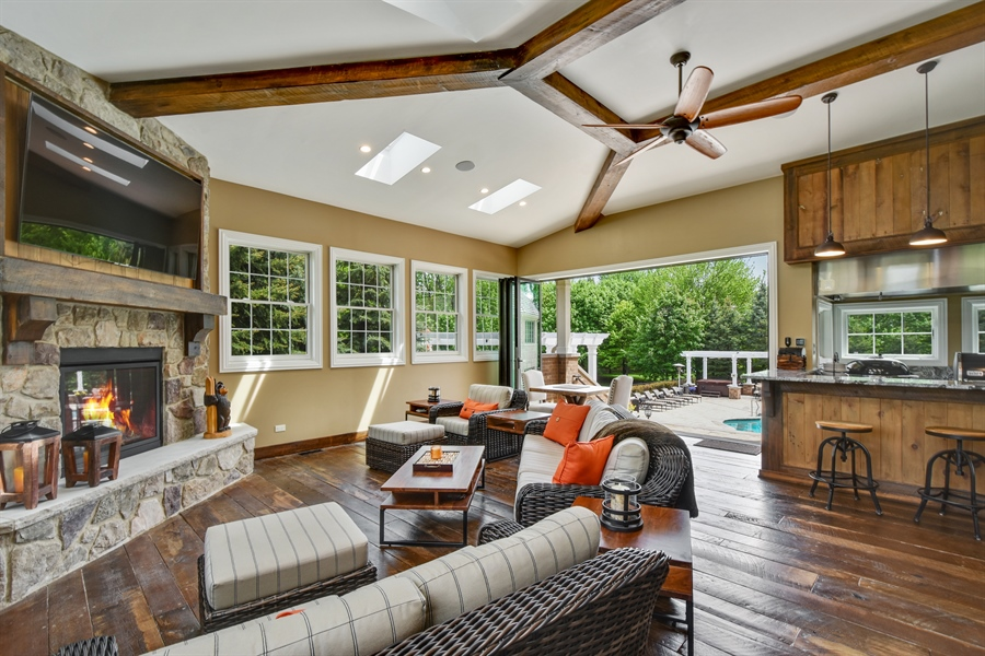 Real Estate Photography - 38 Wescott Dr, South Barrington, IL, 60010 - Sunroom