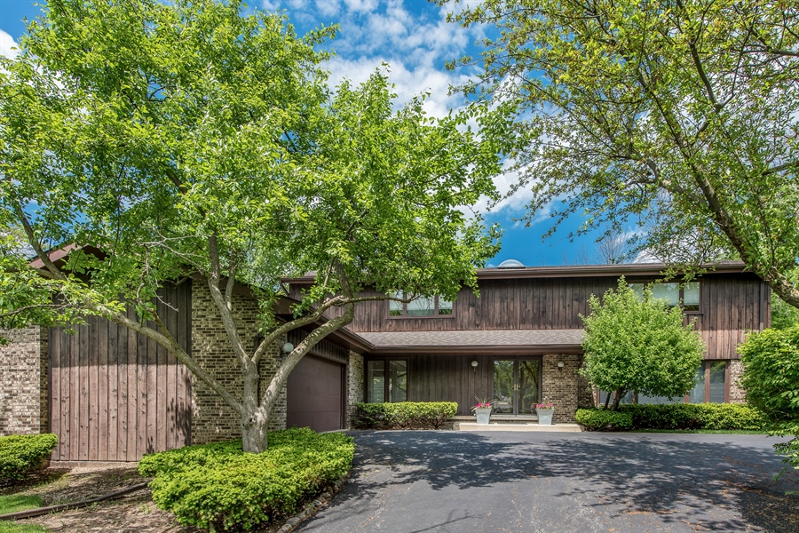 Real Estate Photography - 539 Dundee Rd, Glencoe, IL, 60022 - Front View