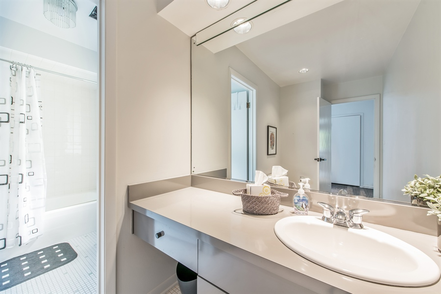 Real Estate Photography - 539 Dundee Rd, Glencoe, IL, 60022 - 2nd Bathroom