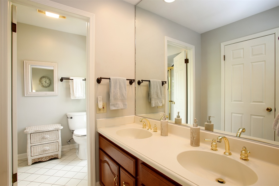 Real Estate Photography - 2808 Mill Creek Ln., Rolling Meadows, IL, 60008 - Master Bathroom