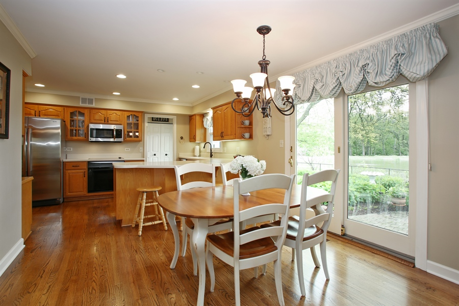 Real Estate Photography - 2808 Mill Creek Ln., Rolling Meadows, IL, 60008 - Kitchen / Breakfast Room