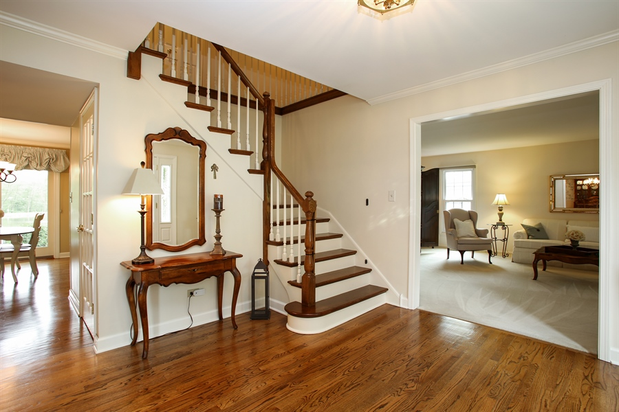 Real Estate Photography - 2808 Mill Creek Ln., Rolling Meadows, IL, 60008 - Foyer