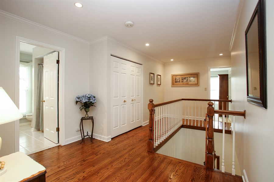 Real Estate Photography - 2808 Mill Creek Ln., Rolling Meadows, IL, 60008 - Hallway
