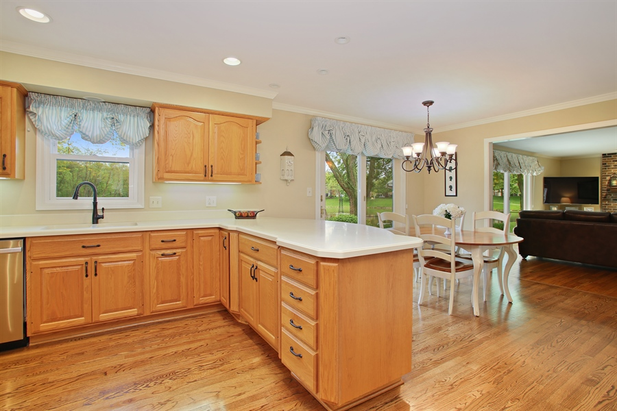 Real Estate Photography - 2808 Mill Creek Ln., Rolling Meadows, IL, 60008 - Family Room / Kitchen