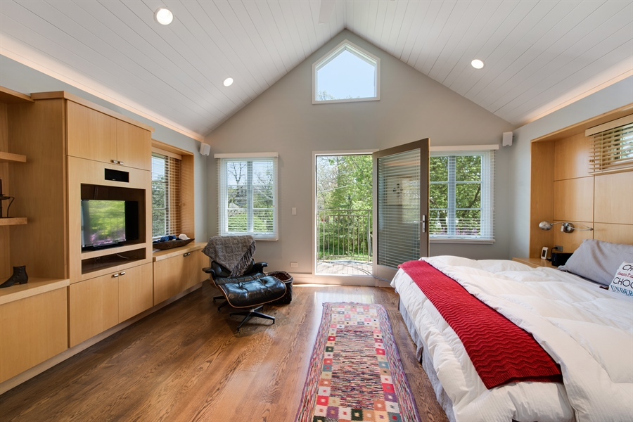 Real Estate Photography - 136 Beach, Glencoe, IL, 60022 - Master Bedroom