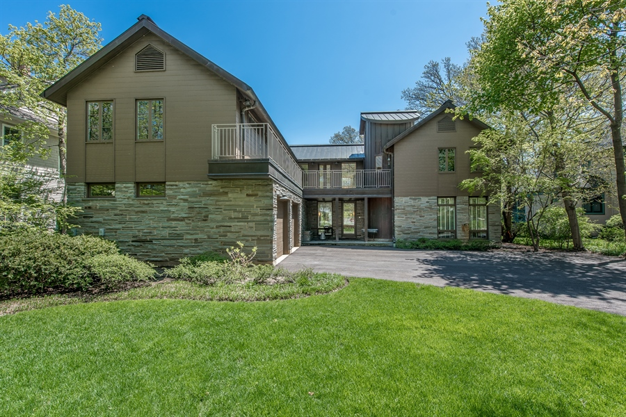 Real Estate Photography - 136 Beach, Glencoe, IL, 60022 - Front View