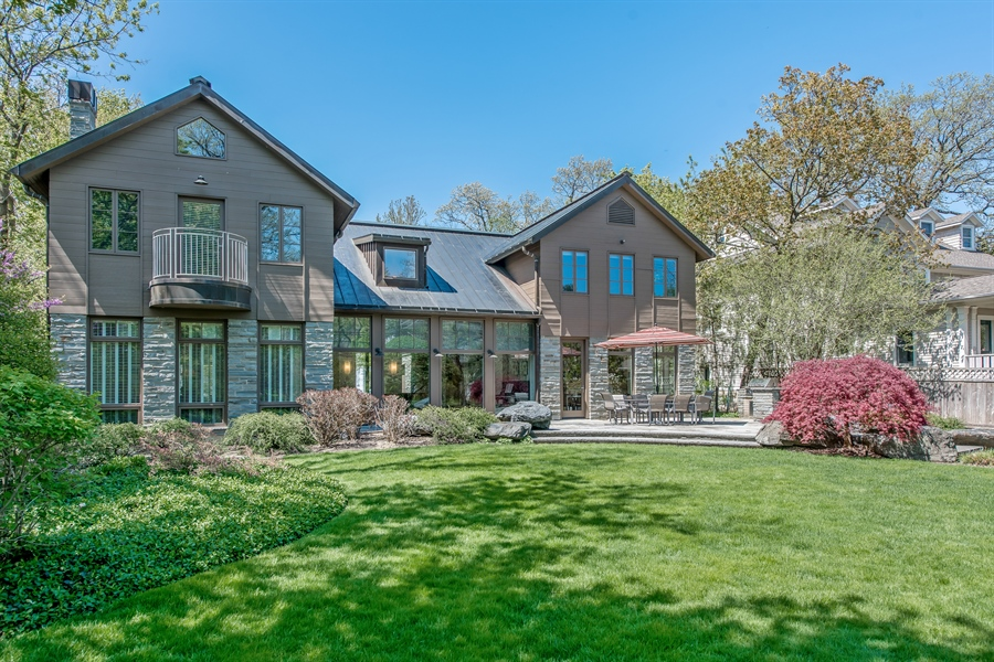 Real Estate Photography - 136 Beach, Glencoe, IL, 60022 - Rear View