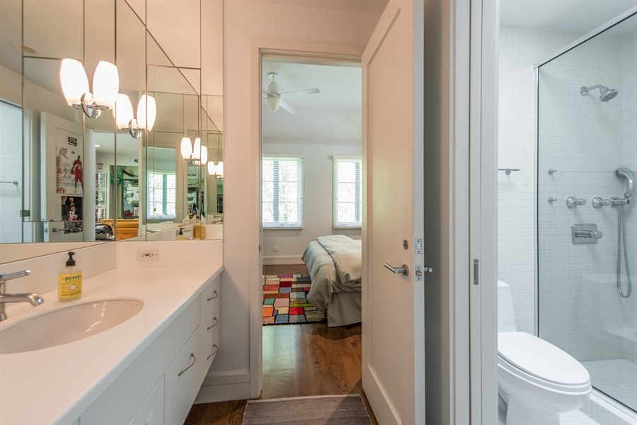 Real Estate Photography - 136 Beach, Glencoe, IL, 60022 - 2nd Bathroom
