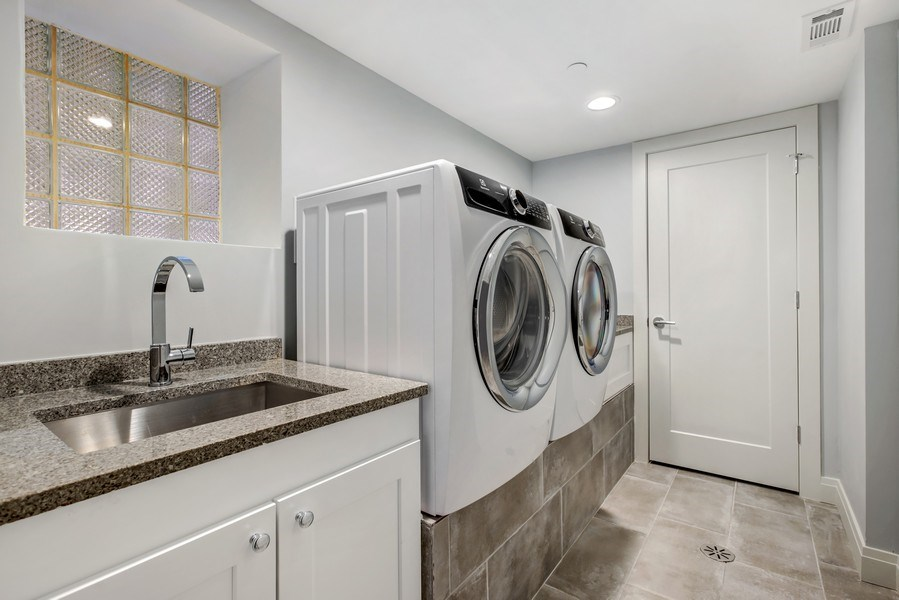 Real Estate Photography - 2662 N Marshfield Ave, Chicago, IL, 60614 - Laundry Room