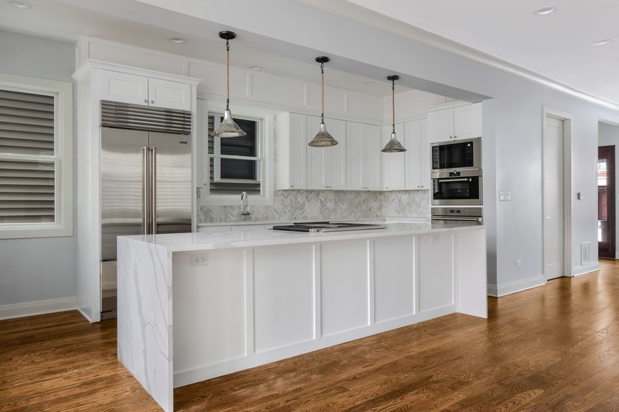Real Estate Photography - 2662 N Marshfield Ave, Chicago, IL, 60614 - Kitchen