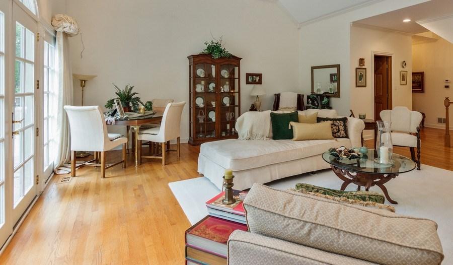 Real Estate Photography - 1 Burning Oak Trail, Barrington Hills, IL, 60010 - Living Room