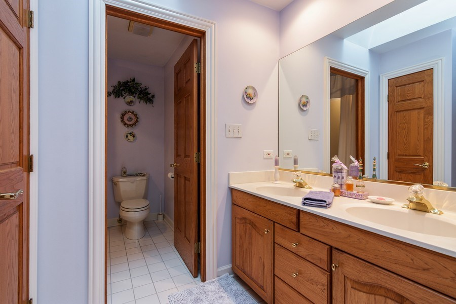 Real Estate Photography - 1 Burning Oak Trail, Barrington Hills, IL, 60010 - 2nd floor full bath w entry to bedroom