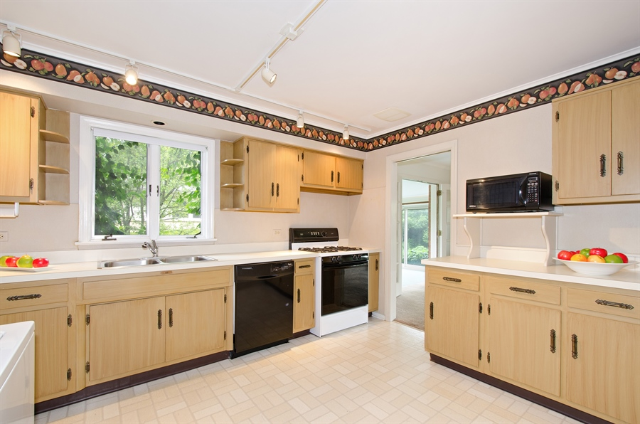 Real Estate Photography - 1509 Evergreen, Glenview, IL, 60025 - Kitchen