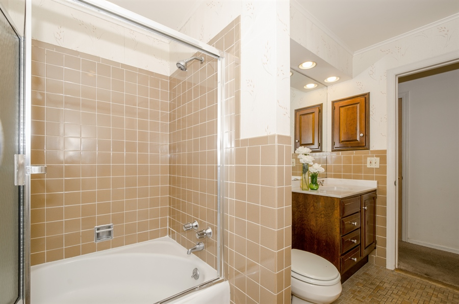 Real Estate Photography - 1509 Evergreen, Glenview, IL, 60025 - Bathroom