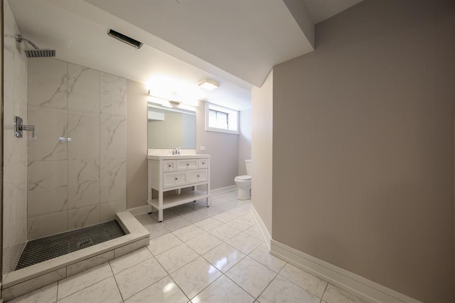 Real Estate Photography - 292 E Fullerton, Elmhurst, IL, 60126 - 2nd Bathroom
