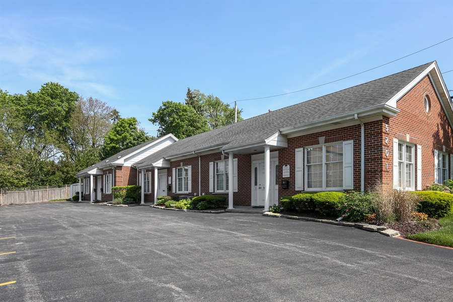 Real Estate Photography - 5201 Washington, Unit 4, Downers Grove, IL, 60515 - Side View