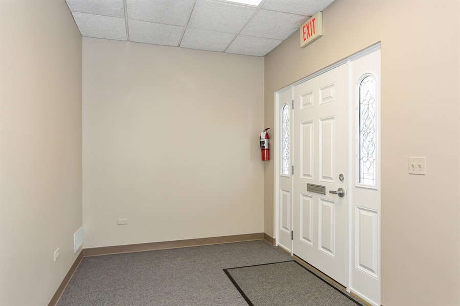 Real Estate Photography - 5201 Washington, Unit 4, Downers Grove, IL, 60515 - Entryway