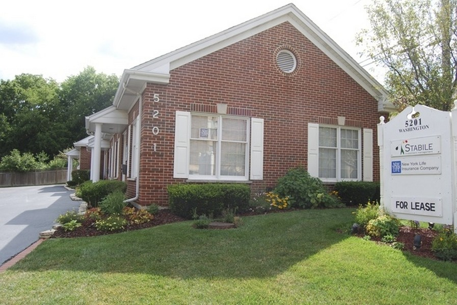 Real Estate Photography - 5201 Washington, Unit 4, Downers Grove, IL, 60515 -