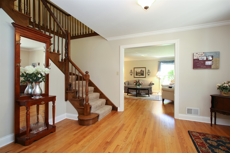 Real Estate Photography - 5408 Groveside Ln., Rolling Meadows, IL, 60008 - Foyer