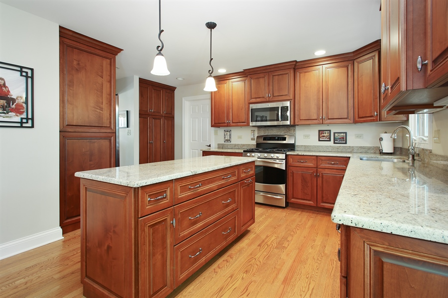 Real Estate Photography - 5408 Groveside Ln., Rolling Meadows, IL, 60008 - Kitchen