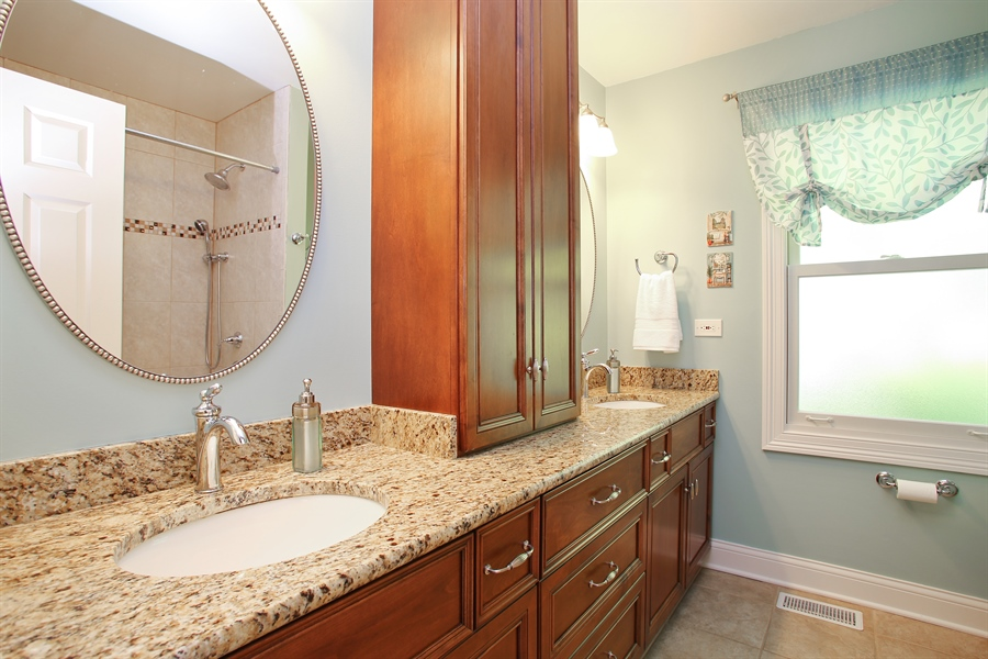 Real Estate Photography - 5408 Groveside Ln., Rolling Meadows, IL, 60008 - Bathroom