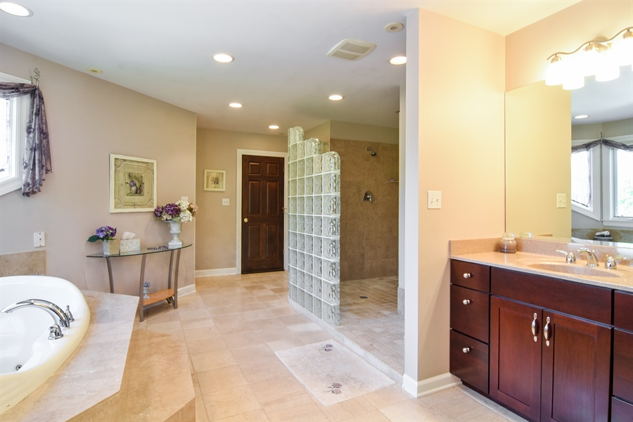 Real Estate Photography - 848 W Kenilworth, Palatine, IL, 60067 - Master Bathroom