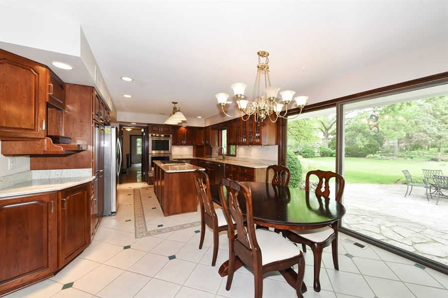 Real Estate Photography - 82 Baybrook Lane, Oak Brook, IL, 60523 - Kitchen / Breakfast Room