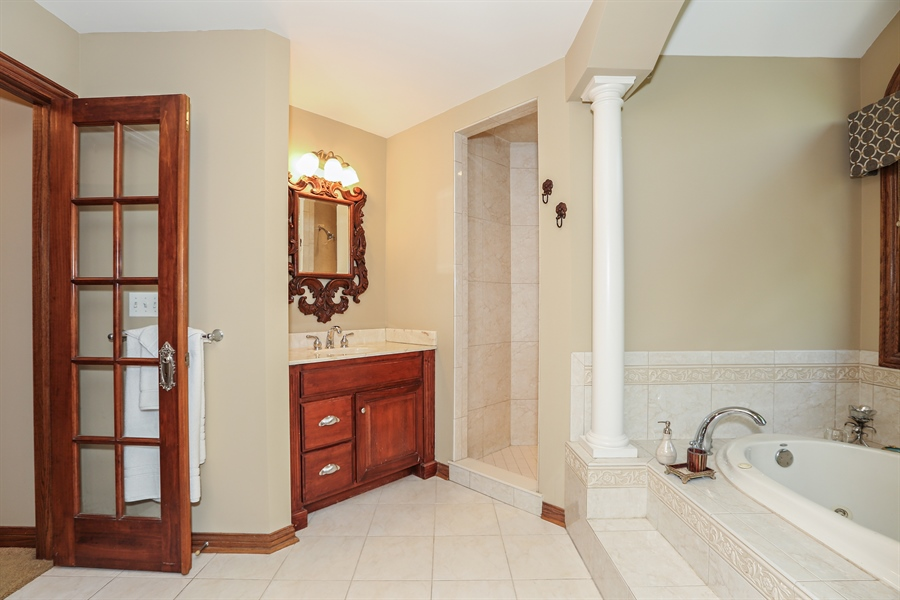 Real Estate Photography - 816 timber ridge court, westmont, IL, 60559 - Master Bathroom
