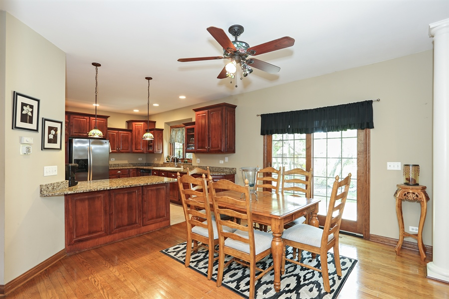 Real Estate Photography - 816 timber ridge court, westmont, IL, 60559 - Kitchen / Breakfast Room